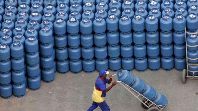 Petrobras anuncia aumento de 5% no preço do gás de cozinha