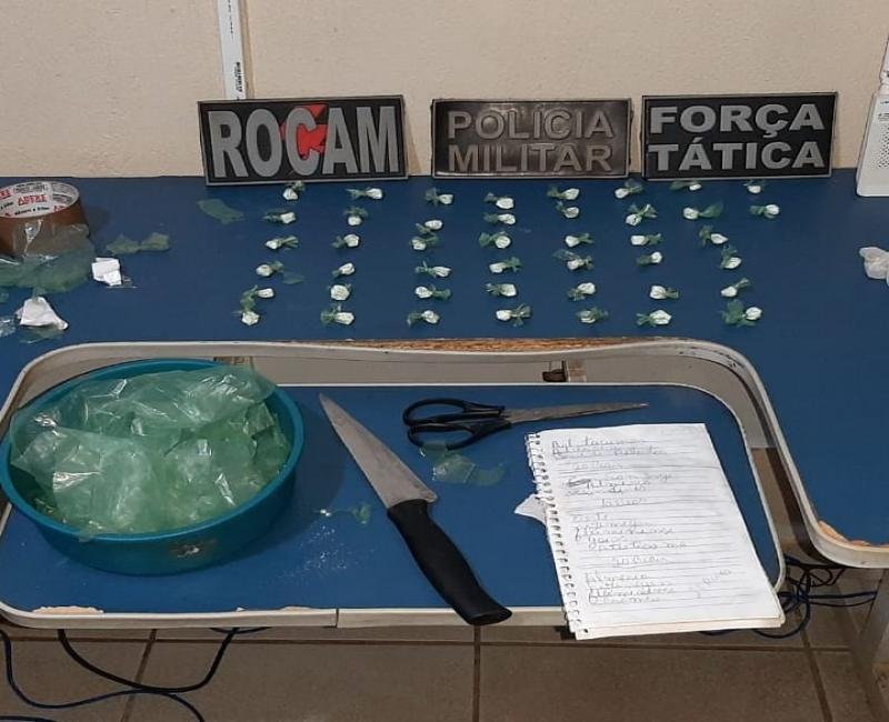 Policiais do 4º BPM predem suspeito de tráfico de drogas em Picos