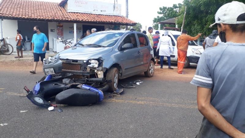 Mãe e filha sofrem grave acidente de moto no centro de Cabeceiras