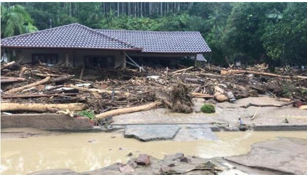 Chuva forte provoca estragos e deixa sete pessoas mortas em SC