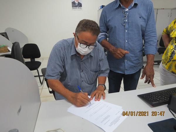 Prefeito Raimundo José Crispim empossa parte dos secretários em Colônia do Gurgueia