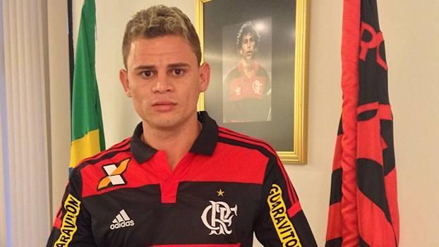 Ex-jogador do Flamengo, Piauiense Jonas é preso com arma de fogo em Timon
