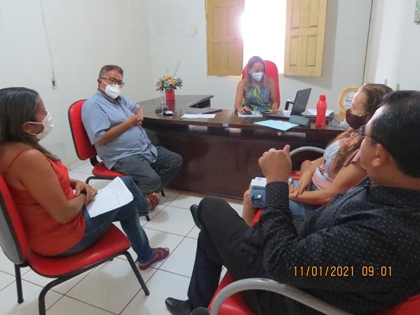 Prefeito Raimundo José faz reunião com os gestores da educação