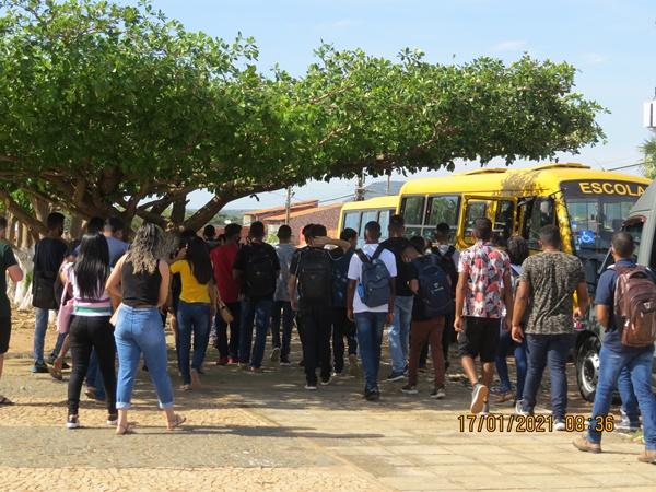 A Prefeitura de Colônia do Gurgueia disponibiliza transporte  para  alunos realizarem o ENEM