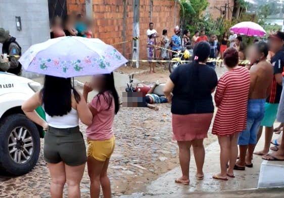 Homem é assassinado a tiros enquanto andava de moto em cidade do Piauí