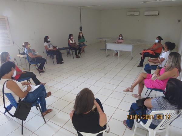 Colônia do Gurgueia: Secretária de Educação realiza reunião sobre o início do trabalho escolar