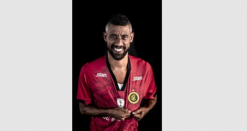 Jogador Léo Moura é contratado pelo time piauiense Resenha FC