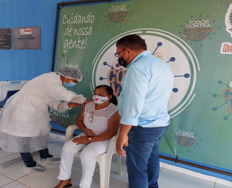 Profissionais da Saúde recebem as primeiras doses da vacina em Redenção do Gurguéia