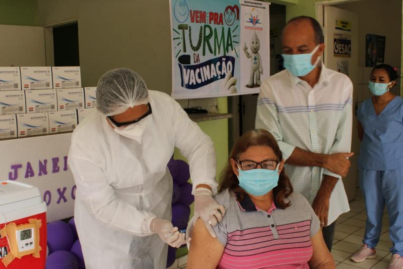 Vacinação contra covid-19 começa em São João da serra