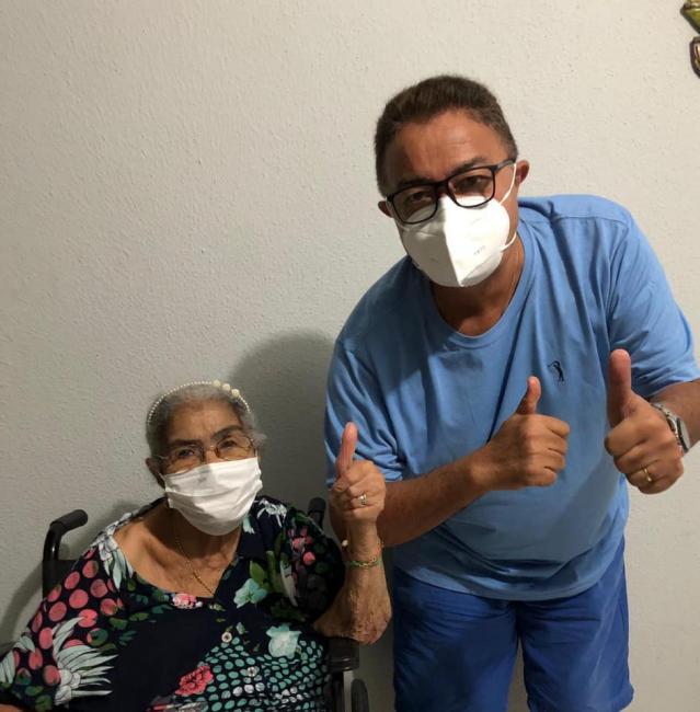 Prefeito Raimundo José Crispim parabeniza sua mãe, dona Vicência pelo seu aniversário de 92 anos