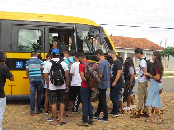 Colônia do Gurgueia: Prefeitura disponibilizou ônibus novamente para o 2º dia do ENEM