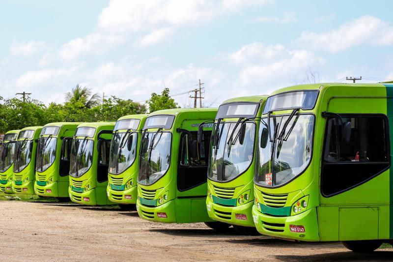 3º dia de greve: Motoristas fazem manifestação e 21 ônibus circulam