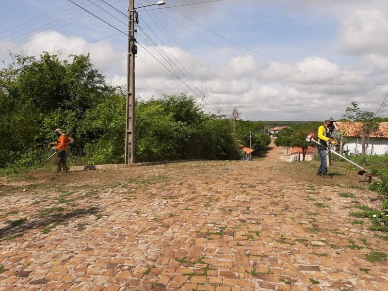 Prefeitura de Cabeceiras segue avançando com os serviços de limpeza por toda a cidade
