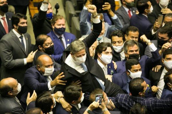 Após eleição, Câmara dos Deputados registra 19 casos de Covid-19