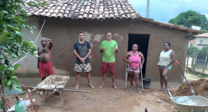O vereador Ricardo Estrela faz ação social com próprio salário em Eliseu Martins