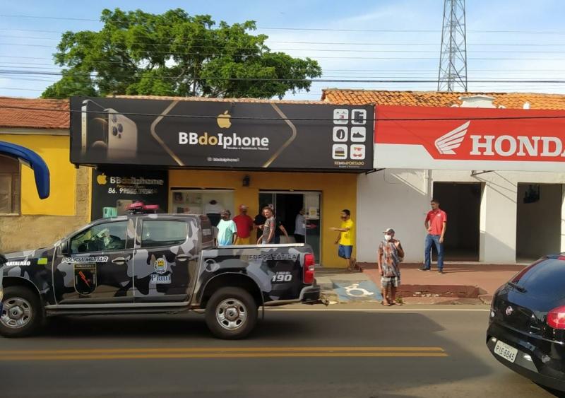 Criminosos roubam cerca de R$ 150 mil em celulares de loja em Altos