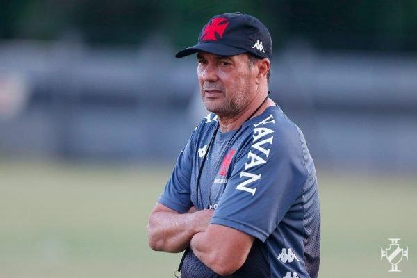 Vasco define saída de Luxemburgo na véspera de duelo contra o Goiás