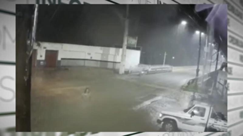 Será visagem? Vídeo que mostra mulher desaparecendo em noite chuvosa intriga moradores