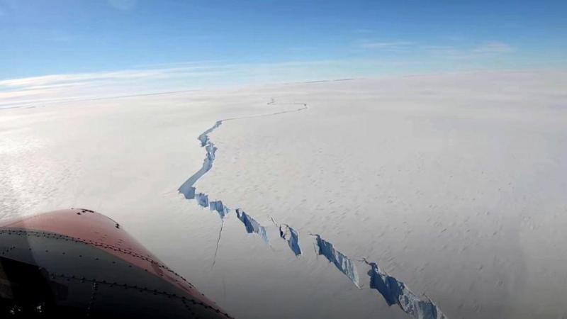 Iceberg maior do que a cidade de Nova York se quebra na Antártica