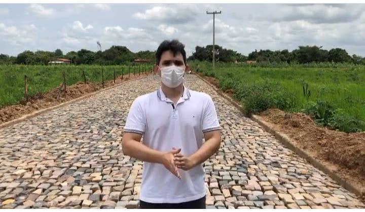 São Gonçalo do Piauí | Prefeito Junior  Ribeiro acompanha obra de pavimentação na Zona Rural