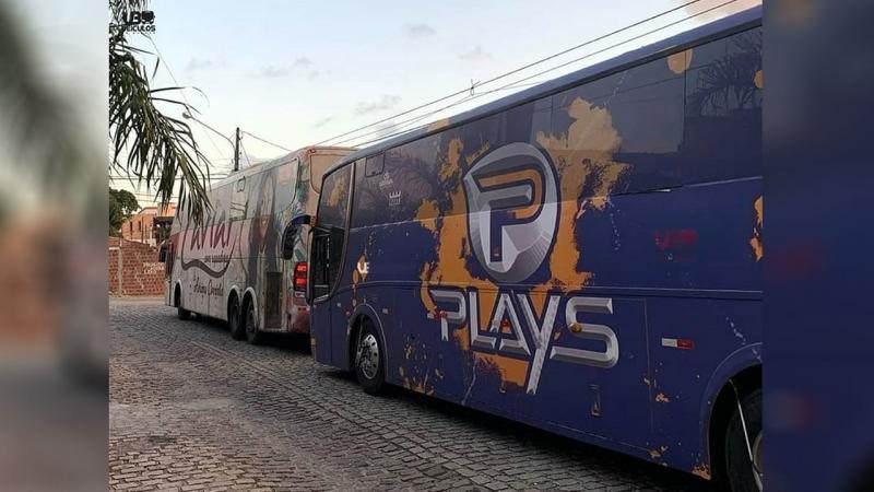 Caviar com Rapadura e Forró dos Plays vendem ônibus devido pandemia de Covid-19